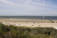 Blick von der Düne auf den Strand von Breskens