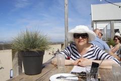 Entspannung bei einem Latte Macchiato am Strand
