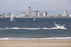 Boote am Strand von Breskens