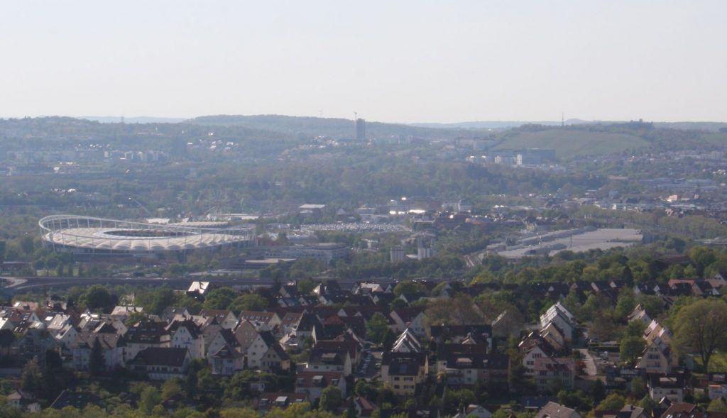 Blick von Stuttgart-Rotenberg auf das Stadion