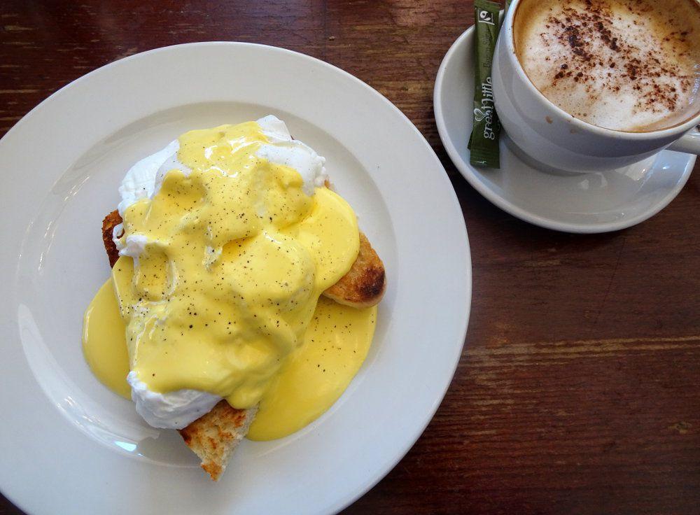 eggs benedict_compressed