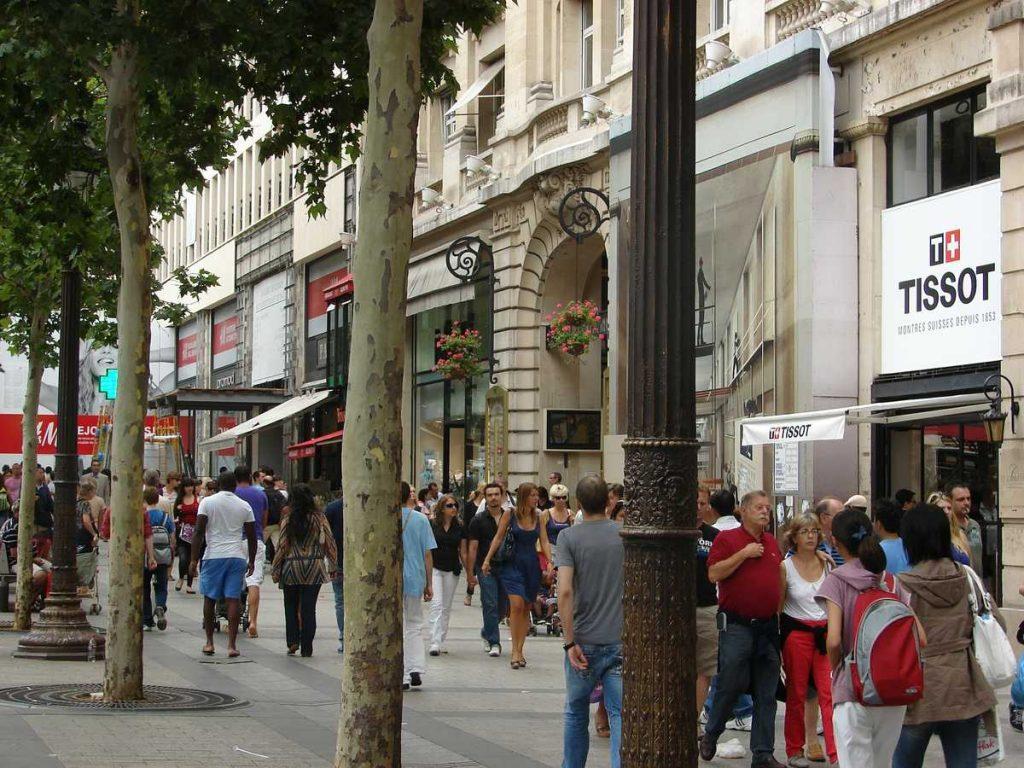 Schönder Shoppen auf den Champs Elysees