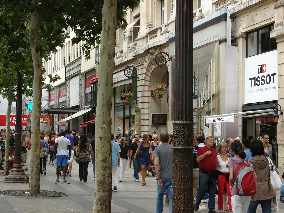 Shoppen in paris das reisemagazin - H m paris champs elysees ...