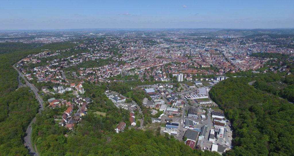 Blick über den Birkenkopf hinweg auf Stuttgart Innenstadt und Stuttgart-West