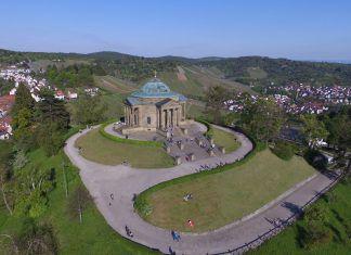 Luftaufnahme des Mausoleums auf dem Württemberg