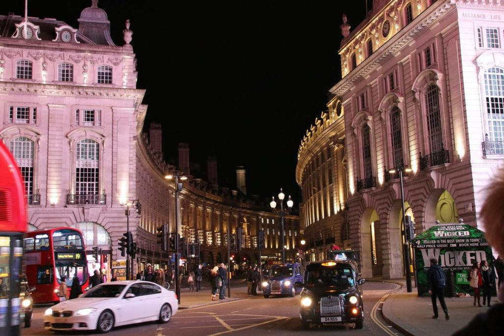 Picadilly Circus bei Nacht