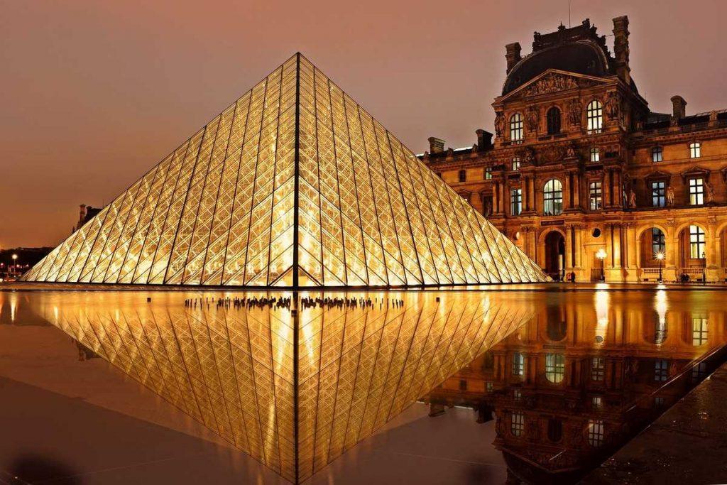 Das wohl bekannteste Museum von Paris: der Louvre