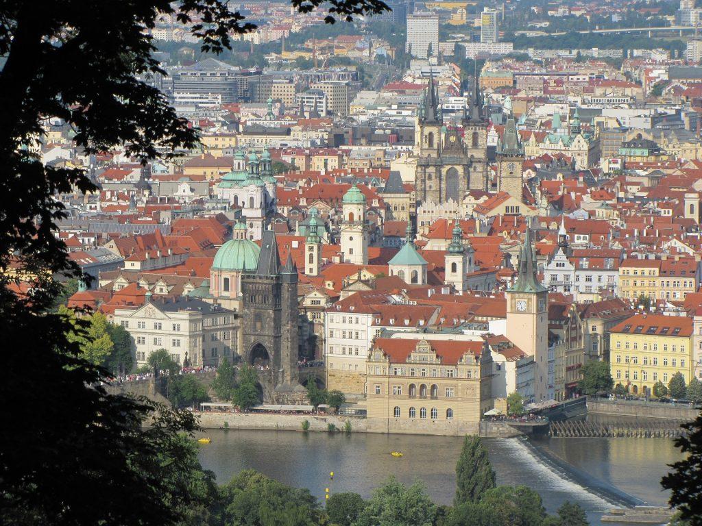 Bei einer der Stadttouren hat man auch einen wunderschönen Blick auf die Altstadt von Prag