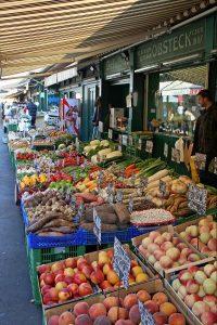 Obst & Gemüse in Hülle und Fülle am Naschmarkt in Wien