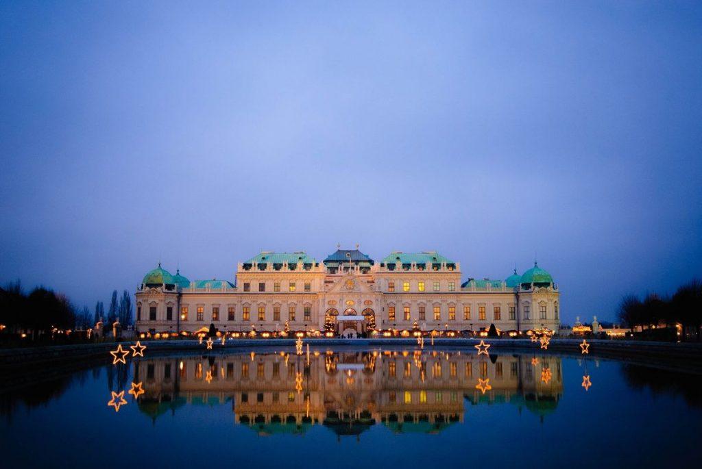 Malerisch: Das Schloß Schönbrunn am Abend