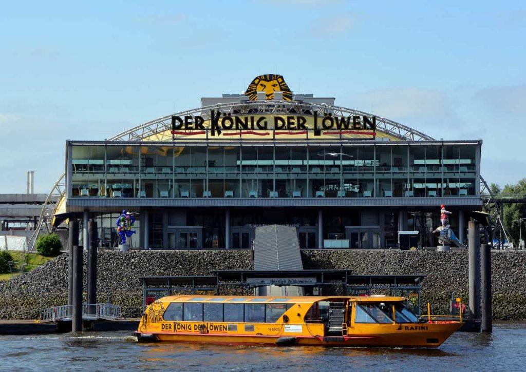 Mit dem Boot übersetzen: Musical König der Löwen