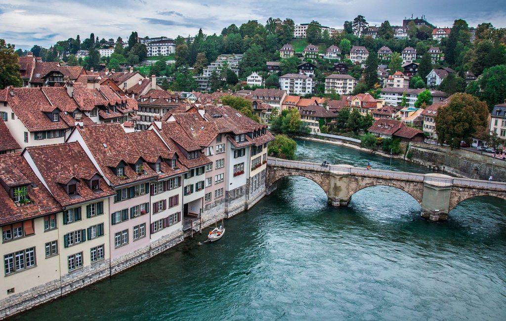 Blick auf die Aareschlaufe in Bern